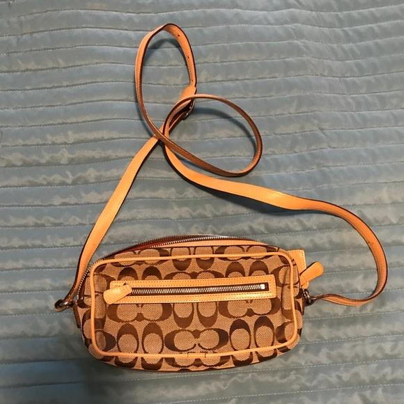 Coach Handbags - Coach Crossbody Clutch in Signature Pattern